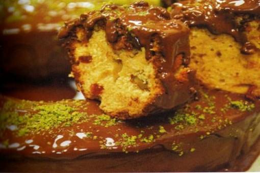 Fıstıklı Kuru Meyveli Çikolatalı Kek