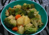 Patates-Havuc-Brokoli Salatasi