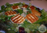 Sarımsaklı Ekmek Ile Hellim Salatası Tarifi