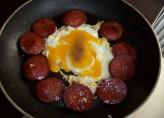 Yağsız Tavada Sucuklu Yumurta